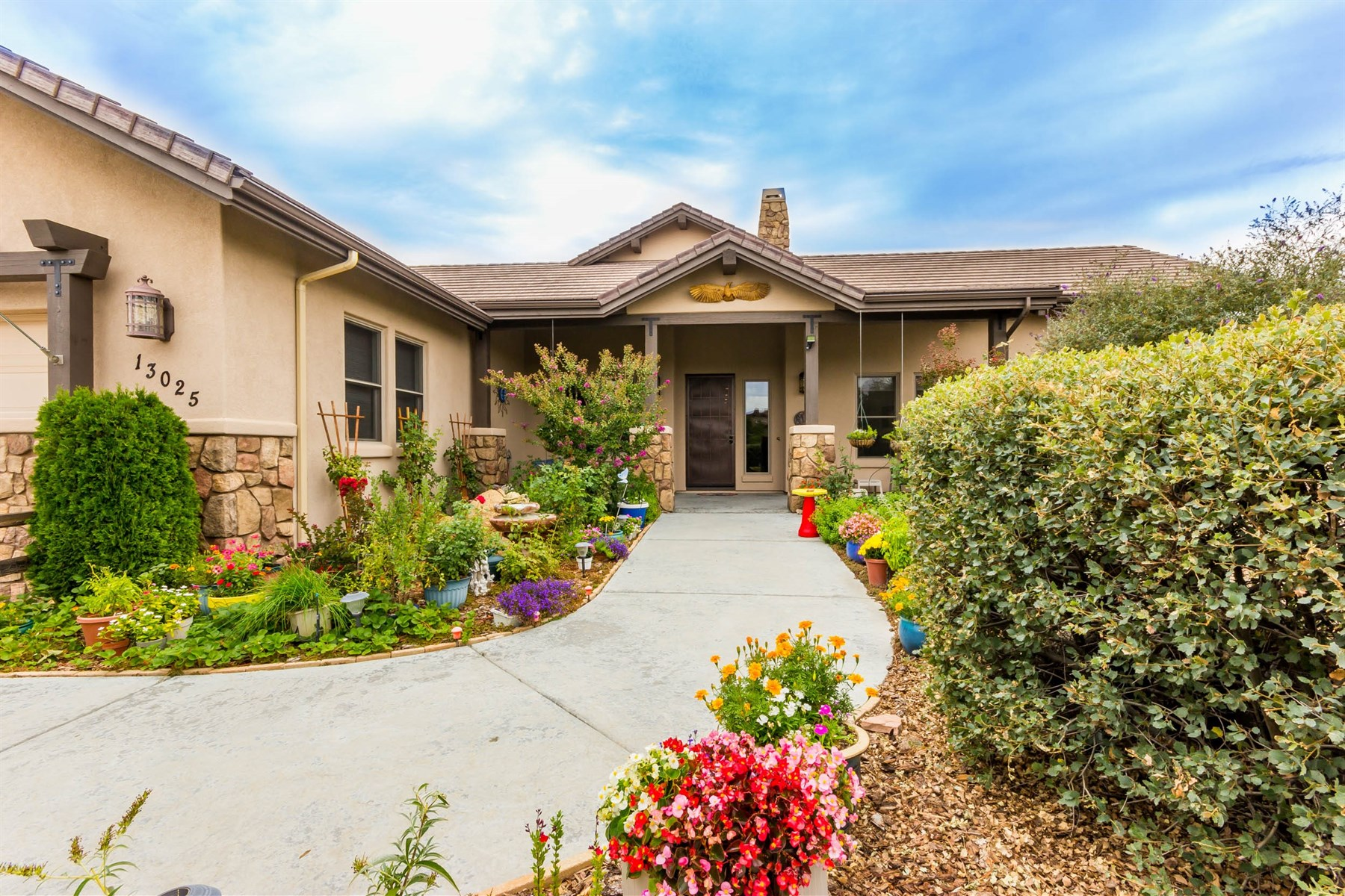 Maison unifamiliale pour l Vente à Fabulous indoor and outdoor living in Inscription Canyon 13025 N Trail Blazer Drive Prescott, Arizona 86305 États-Unis