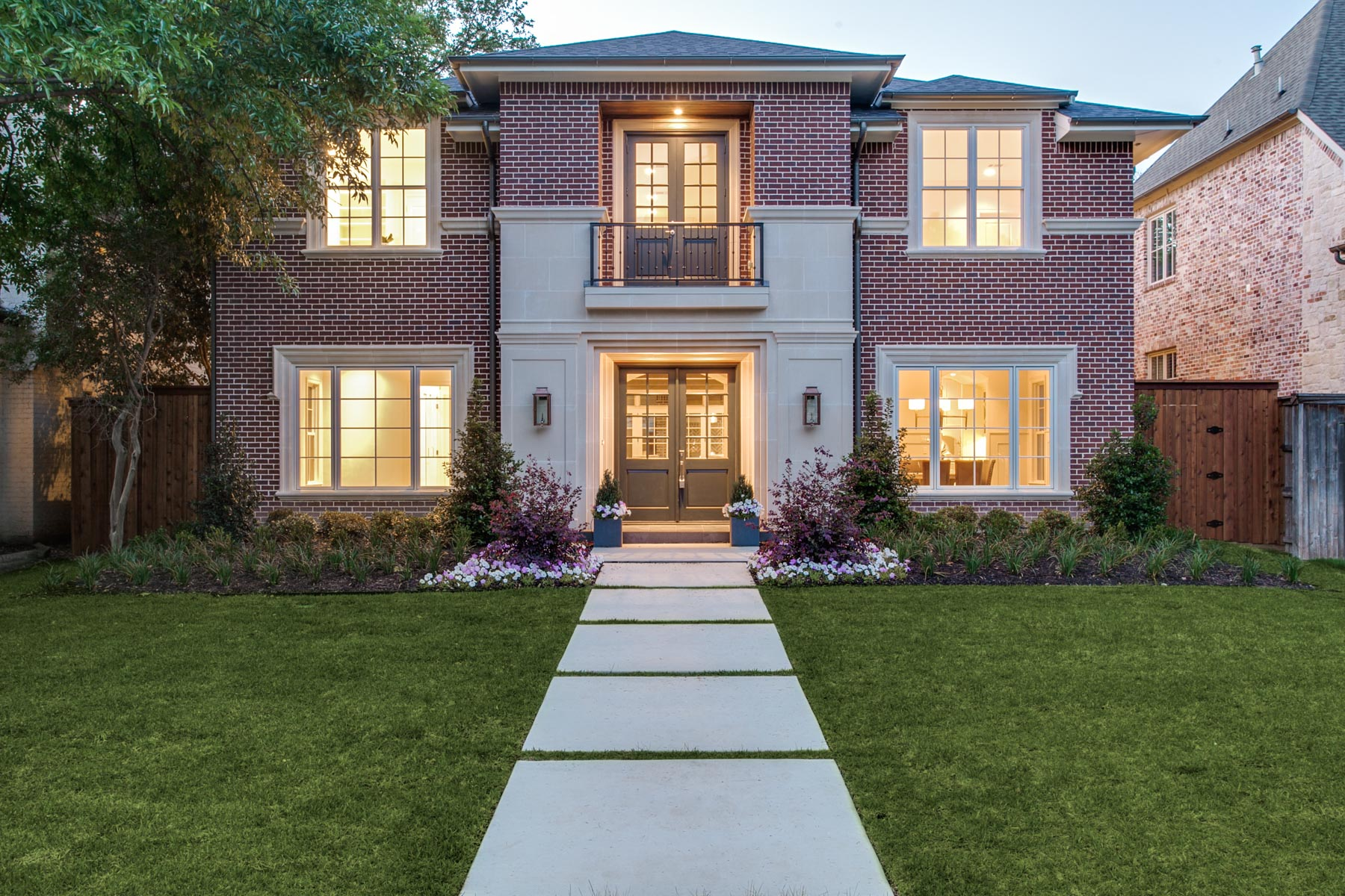 獨棟家庭住宅 為 出售 在 Extraordinary Highland Park Traditional 7319 Centenary Avenue Dallas, 德克薩斯州, 75225 美國