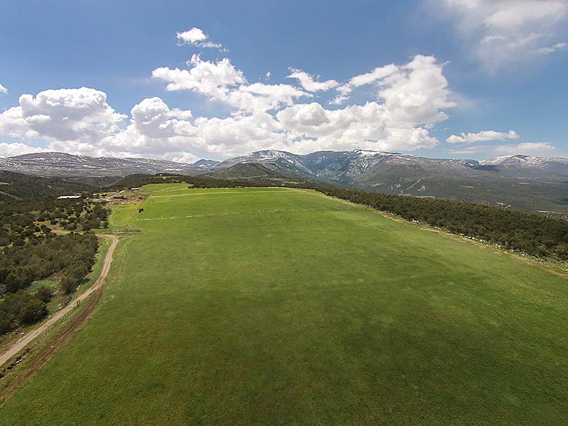 Ferme / Ranch / Plantation pour l Vente à Lucky 13 Ranch 2309 County Road 317 Rifle, Colorado 81650 États-Unis