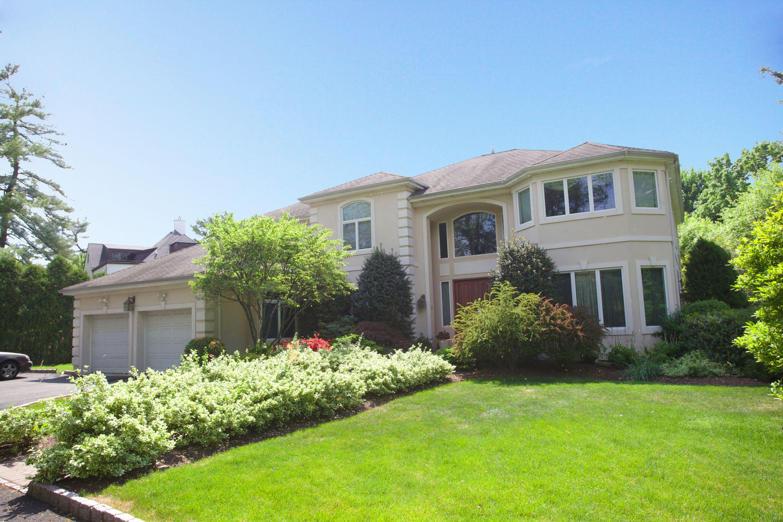 独户住宅 为 销售 在 Luxurious Center Hall Colonial 50 Northrop Lane 特纳弗莱, 新泽西州 07670 美国