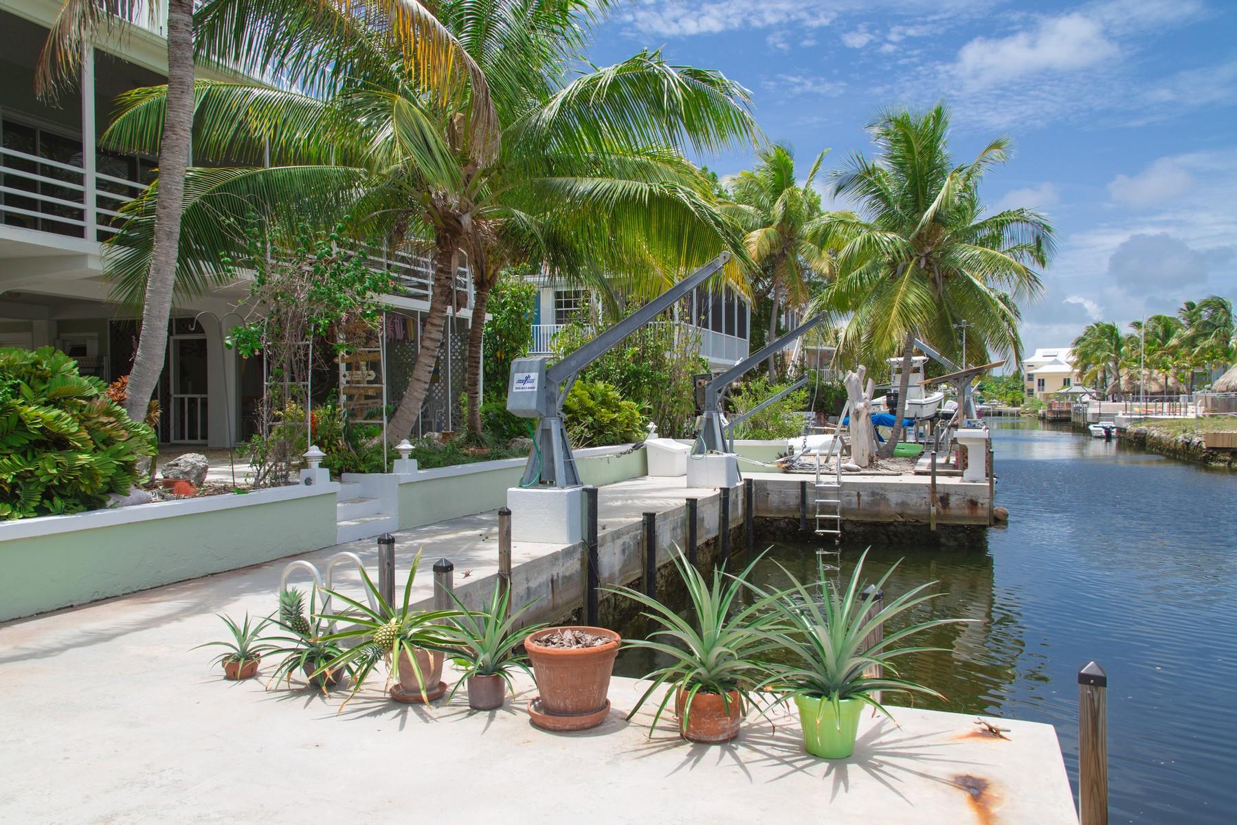 一戸建て のために 売買 アット Gorgeous Key Largo Canal Home 213 Wildwood Circle Key Largo, フロリダ 33037 アメリカ合衆国