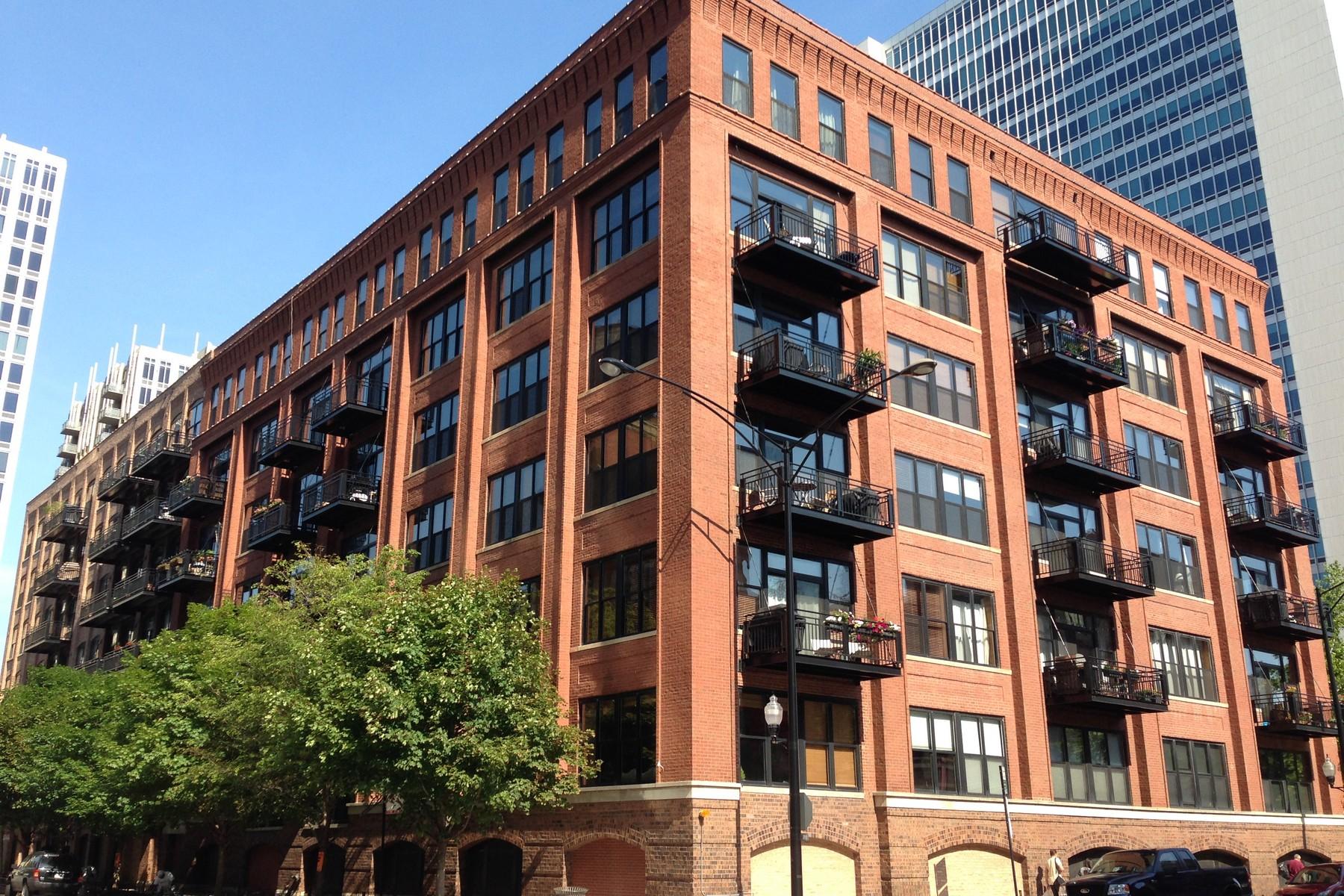 共管式独立产权公寓 为 销售 在 Beautiful and Bright River North Loft! 520 W Huron Street Unit 218 Near North Side, 芝加哥, 伊利诺斯州, 60654 美国