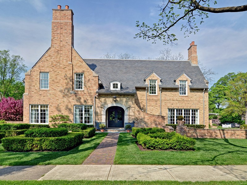 Single Family Home for Sale at 144 E Sixth St. 144 E. Sixth St. Hinsdale, Illinois, 60521 United States