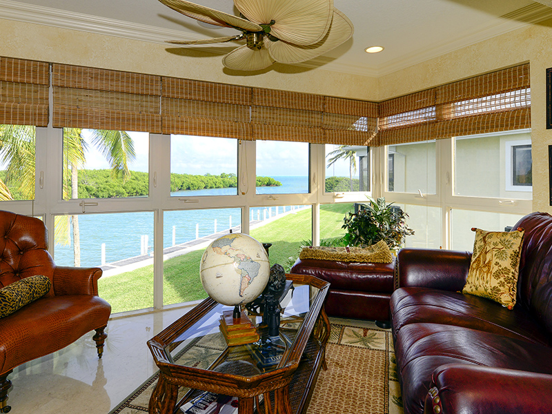 Condomínio para Venda às Beautiful Waterfront Condominium at Ocean Reef 51 Pumpkin Cay Road Unit B Ocean Reef Community, Key Largo, Florida 33037 Estados Unidos