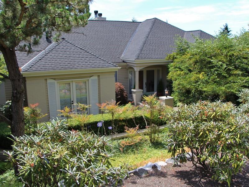 Single Family Home for Sale at Elegant Yarrow Ridge Home 11289 NE 37TH PL Bellevue, Washington 98004 United States