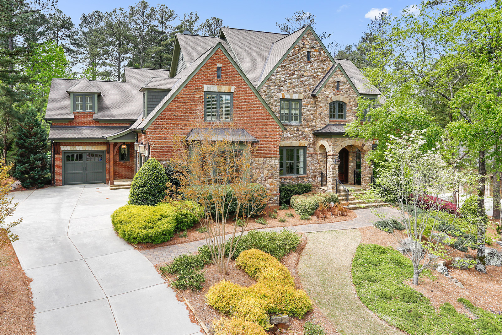 Casa Unifamiliar por un Venta en Gorgeous Pool Awaits You 972 Little Darby Lane Suwanee, Georgia, 30024 Estados Unidos