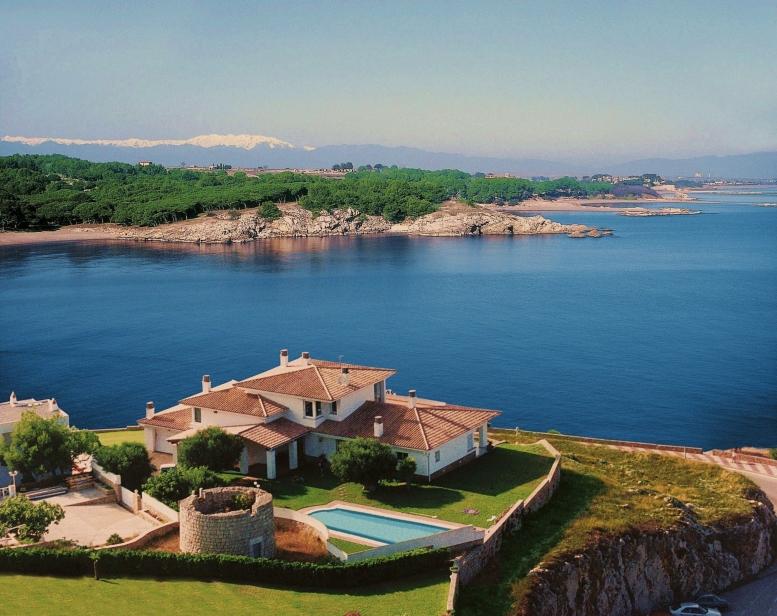 단독 가정 주택 용 매매 에 House in front of the sea with panoramic views L Escala, Costa Brava 17130 스페인