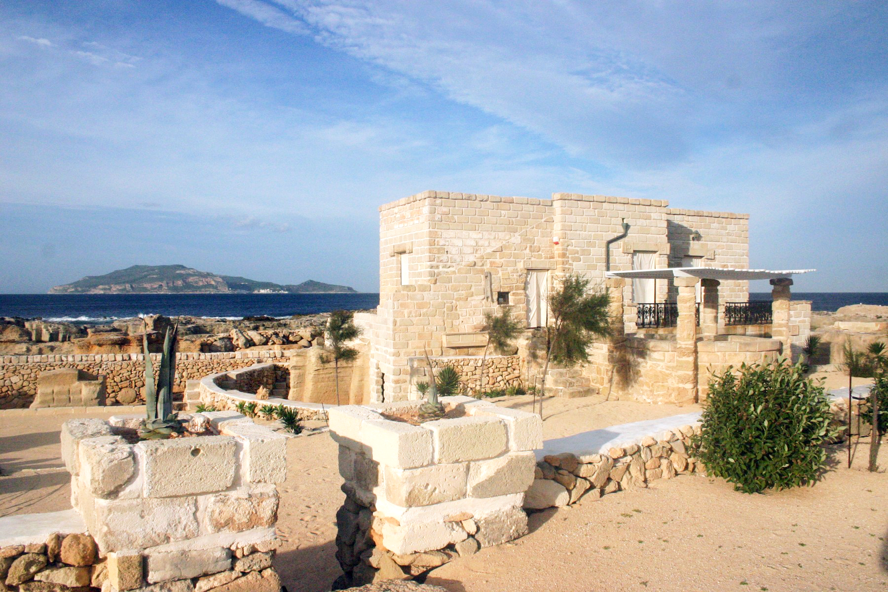 Maison unifamiliale pour l Vente à Villa with direct access to the sea Favignana, Trapani Italie