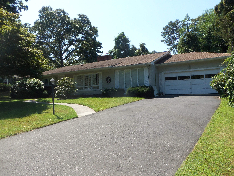 Maison unifamiliale pour l Vente à Charming Ranch 1100 Jeanne Lane Brielle, New Jersey 08730 États-Unis