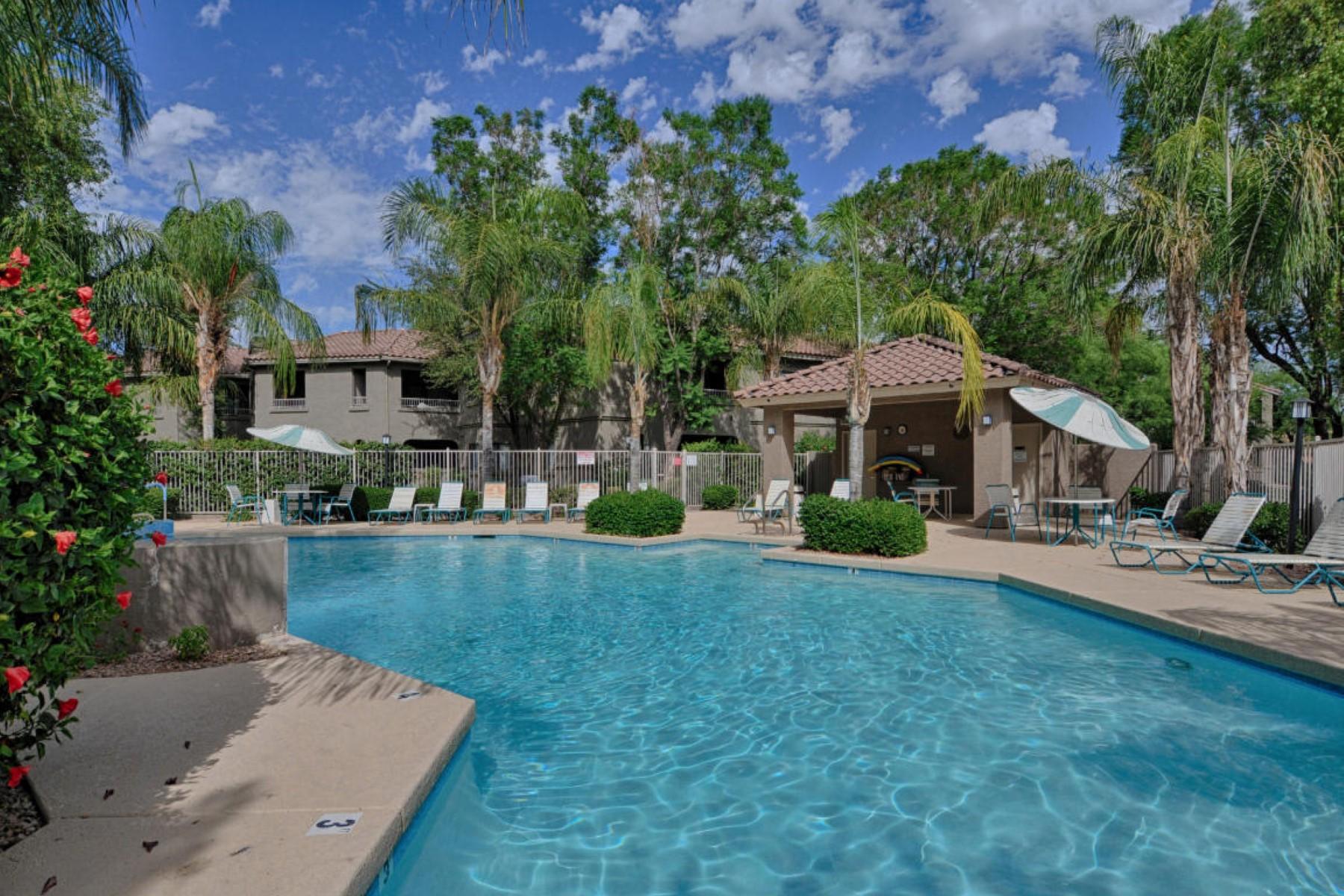 公寓 為 出售 在 Stunning remodel in the gated community of the Villages North 15225 N 100th St #1191 Scottsdale, 亞利桑那州, 85260 美國