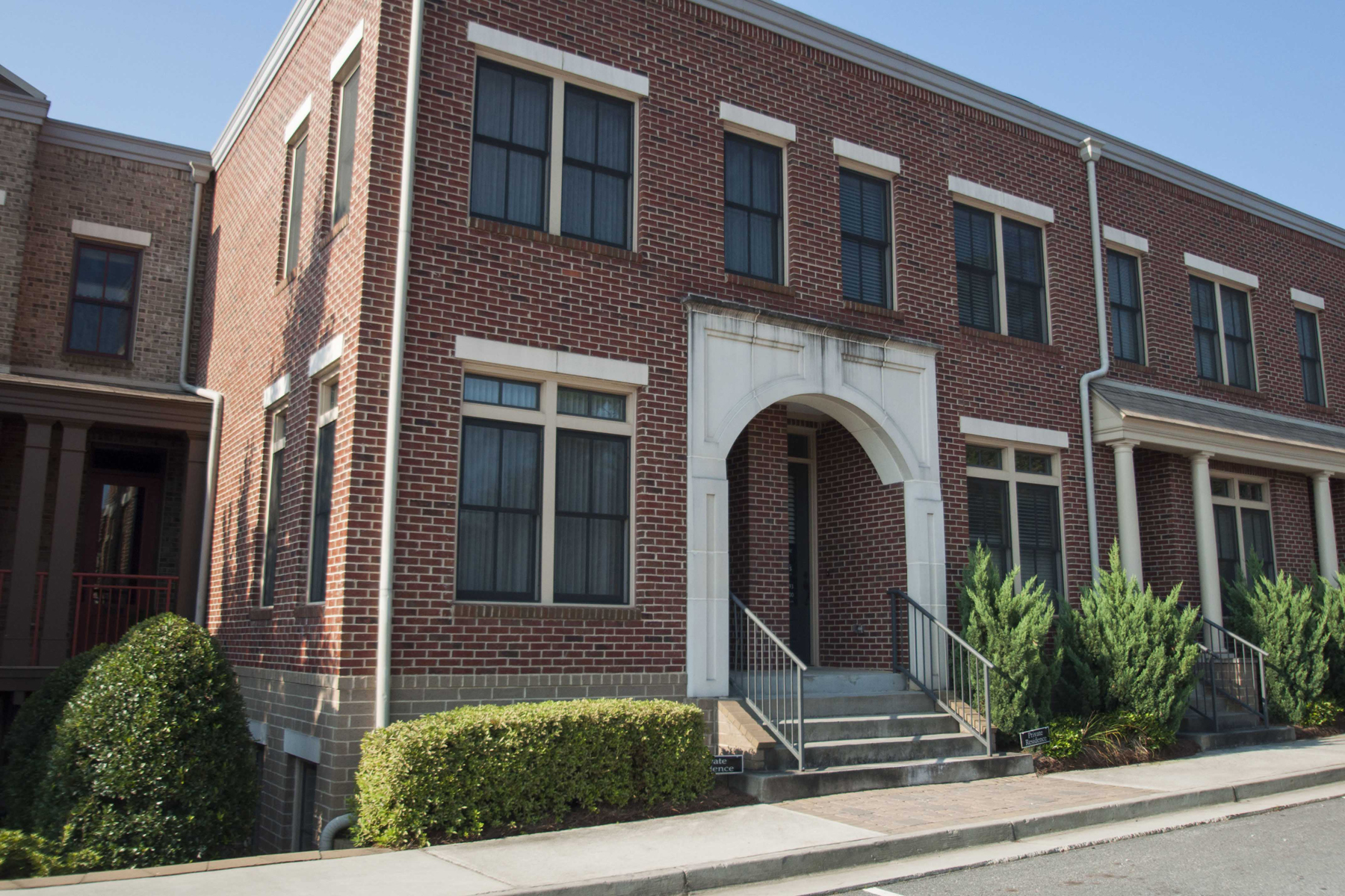 rentals property at Executive Townhome In Super Convenient Location