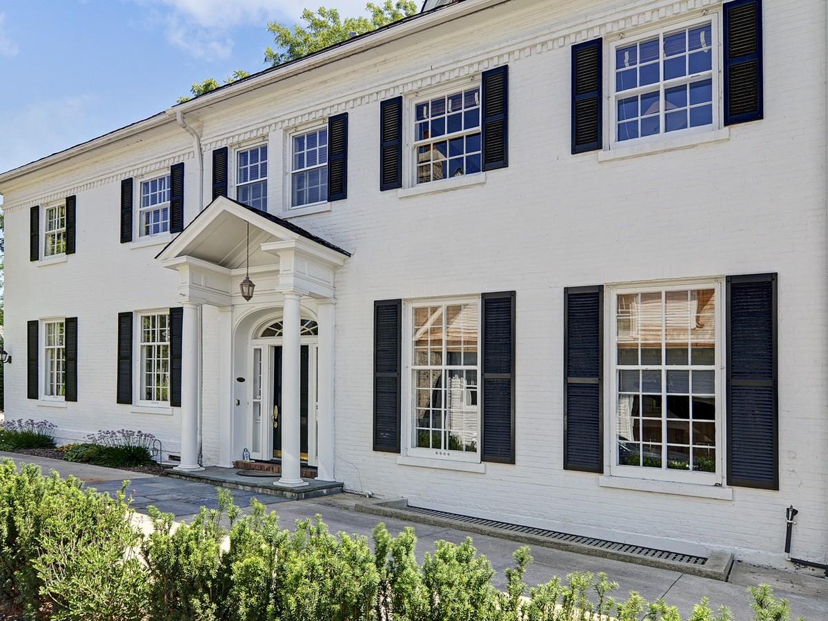Частный односемейный дом для того Продажа на 138 E. Sixth St. Hinsdale, Иллинойс 60521 Соединенные Штаты
