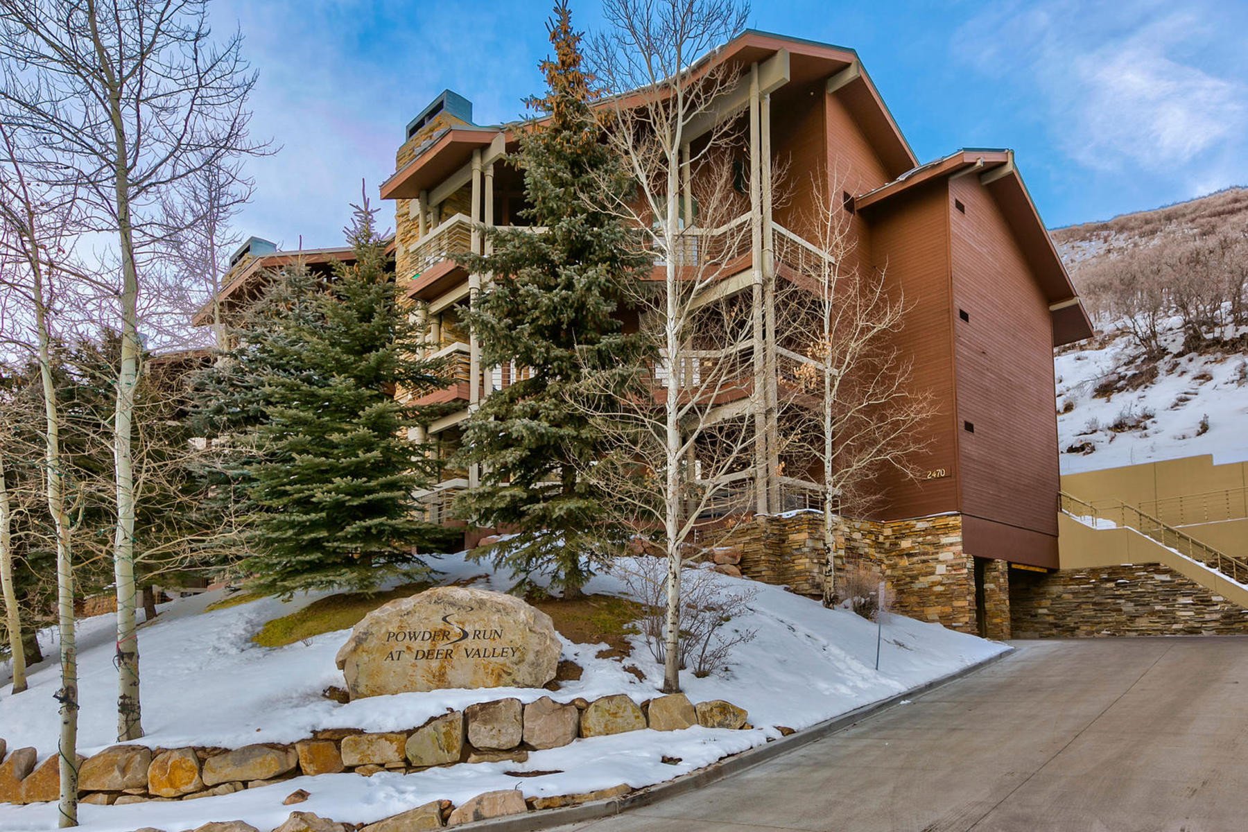 Appartement en copropriété pour l Vente à Fully Furnished and Updated Steps from the Deer Valley Base 2470 E Deer Valley Dr #B-11 Park City, Utah 84060 États-Unis