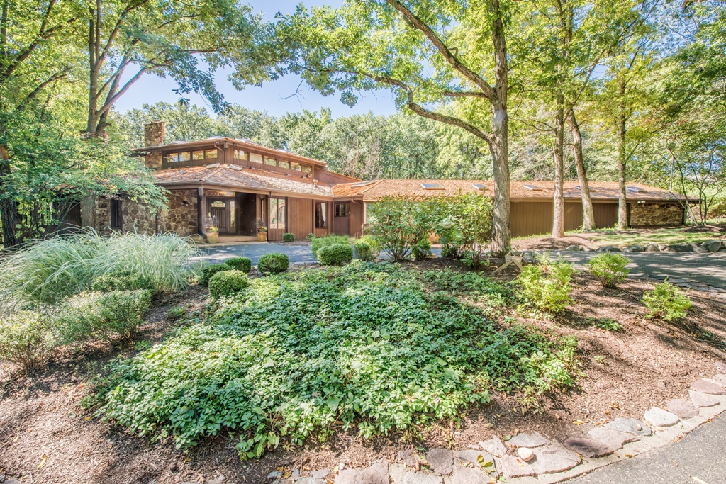 Casa Unifamiliar por un Venta en This Sprawling Contemporary Home Is Like No Other... 74 Brinker Road Barrington Hills, Illinois, 60010 Estados Unidos