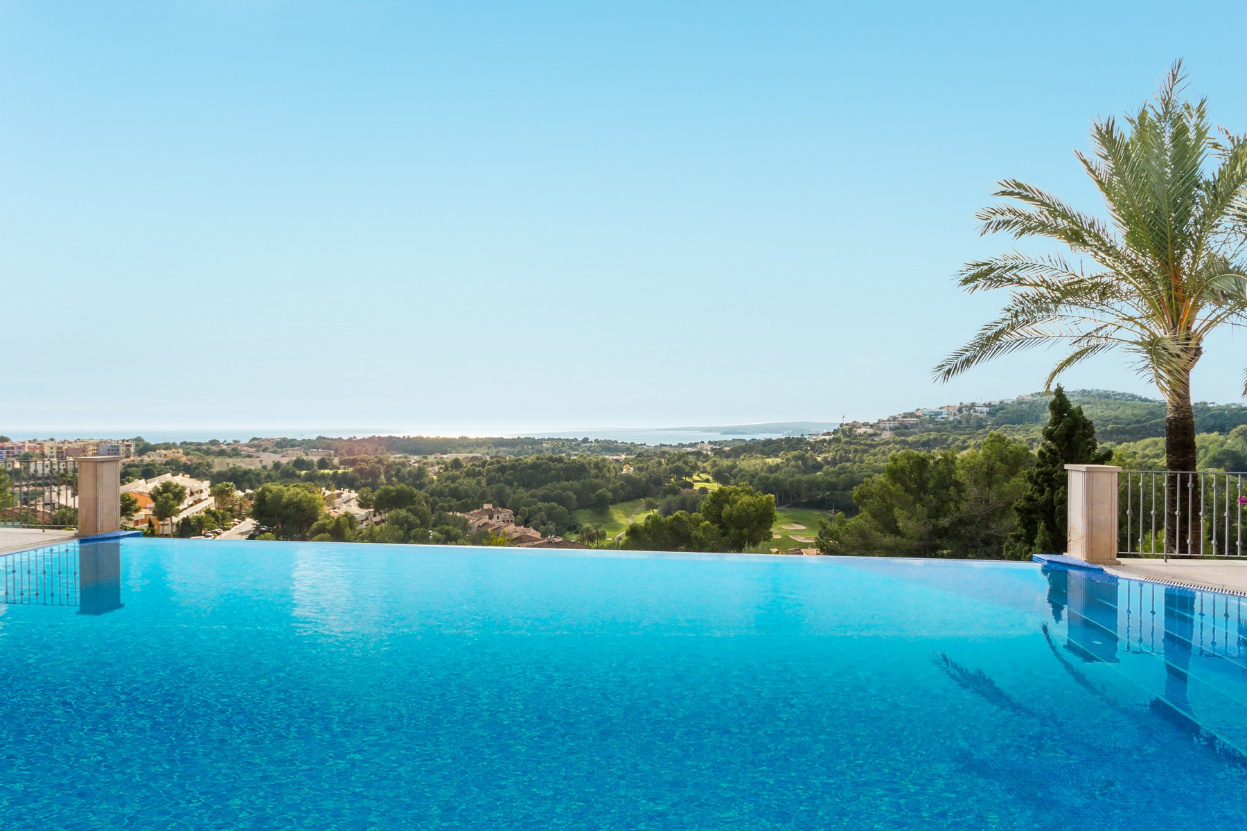 独户住宅 为 销售 在 Luxury villa in prime location in Bendinat Bendinat, 马洛卡 07181 西班牙