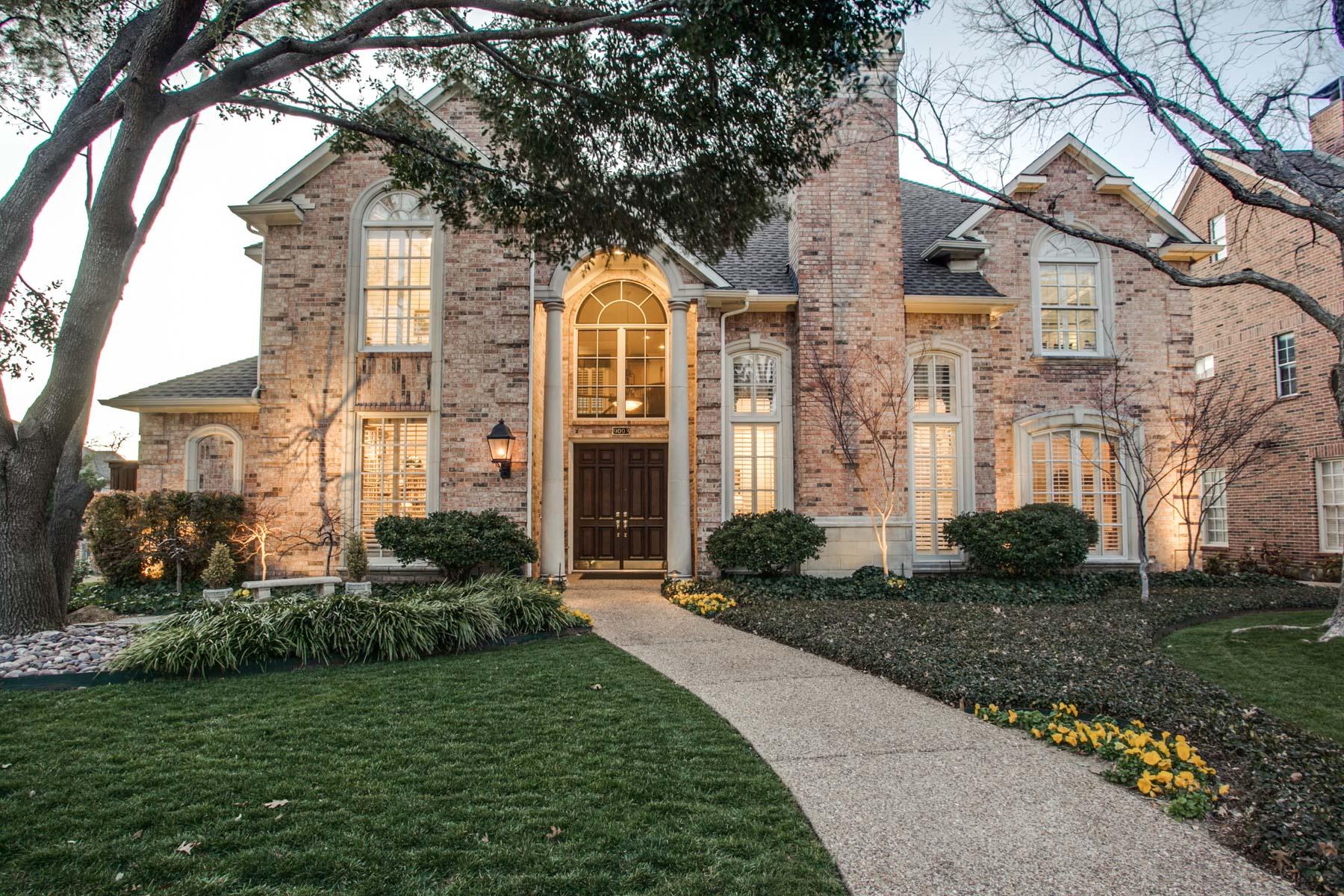Casa para uma família para Venda às Lake Highlands Energy Efficient Traditional 9003 Prominence Drive Dallas, Texas 75238 Estados Unidos