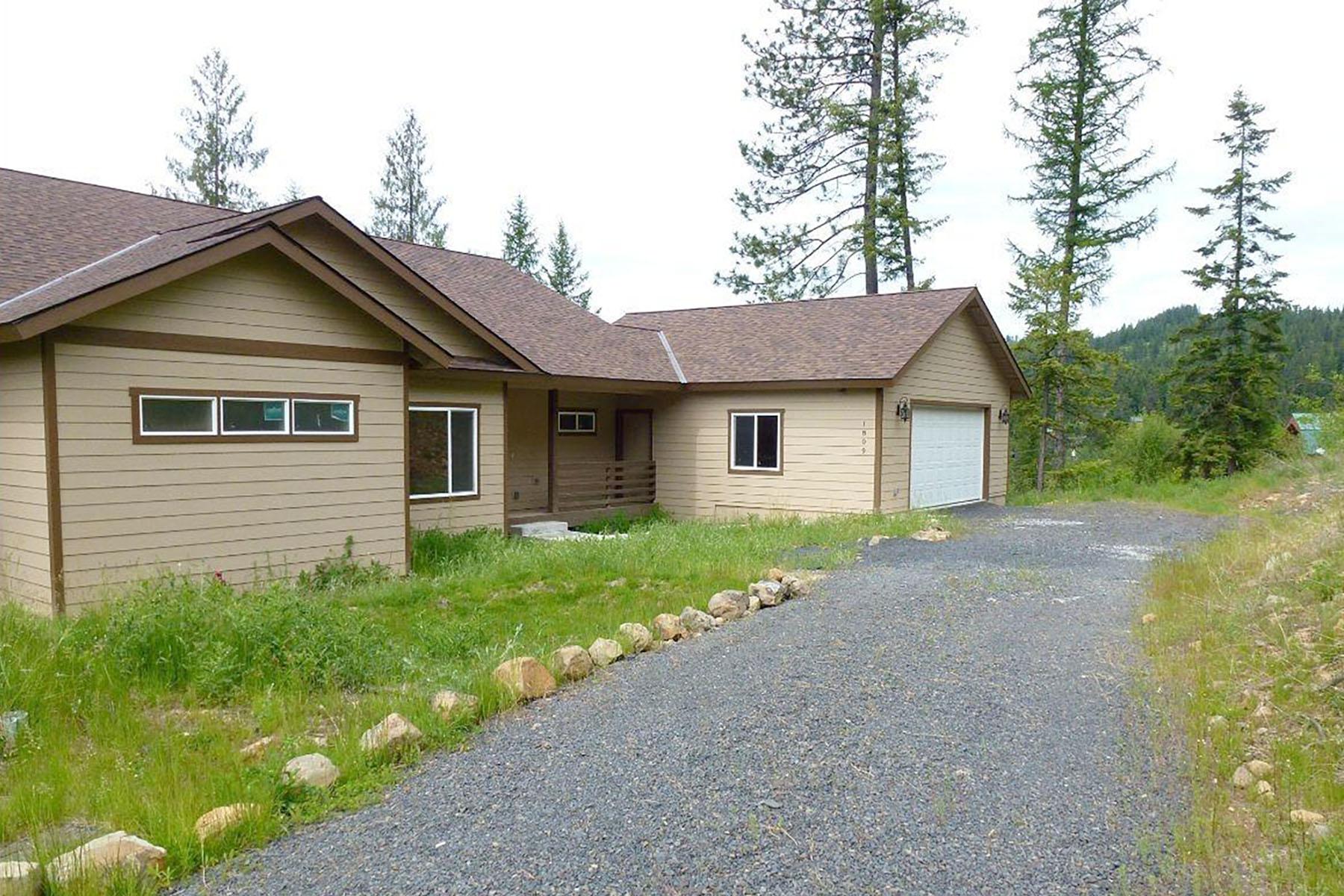 Casa para uma família para Venda às New construction with great views of Coeur d' Alene Lake 1890 E Flying Eagle RD Harrison, Idaho, 83833 Estados Unidos