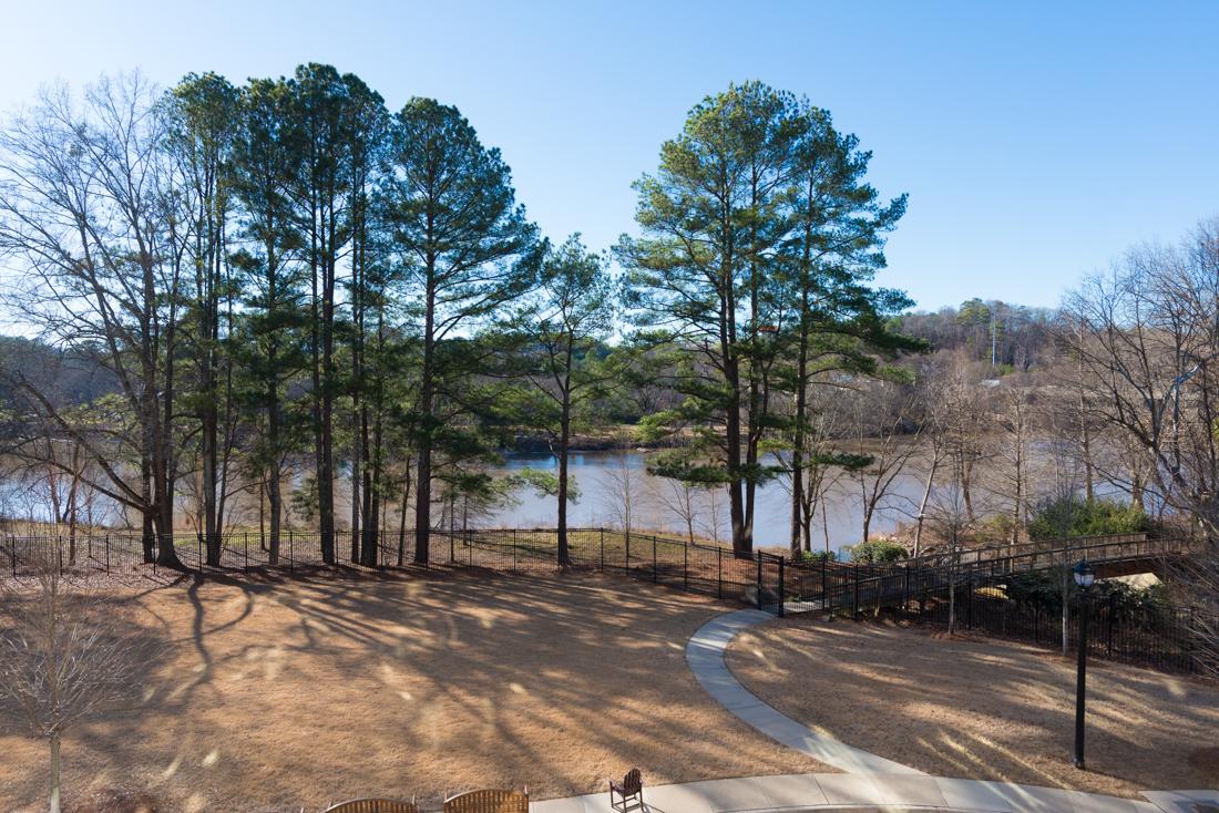 콘도미니엄 용 매매 에 Amazing Condo Views of Chattahoochee River 100 Riversedge Drive Unit 124 Atlanta, 조지아, 30339 미국