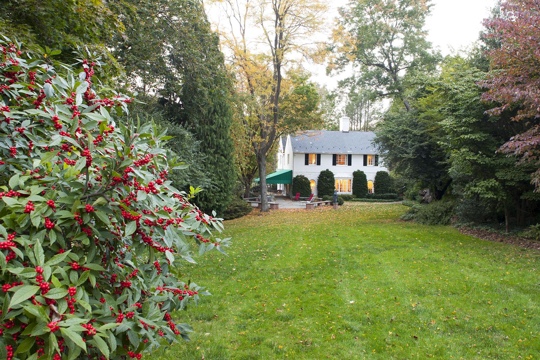 Moradia para Venda às Main Line Carriage House 622 Carisbrooke Road Bryn Mawr, Pensilvânia, 19010 Estados Unidos