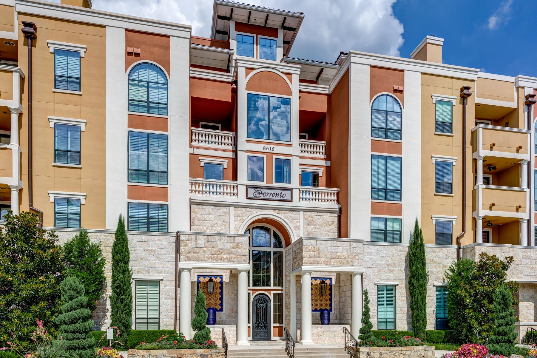 Copropriété pour l Vente à Preston Hollow Condo at The Sorrento 8616 Turtle Creek Blvd. #409 Dallas, Texas, 75225 États-Unis