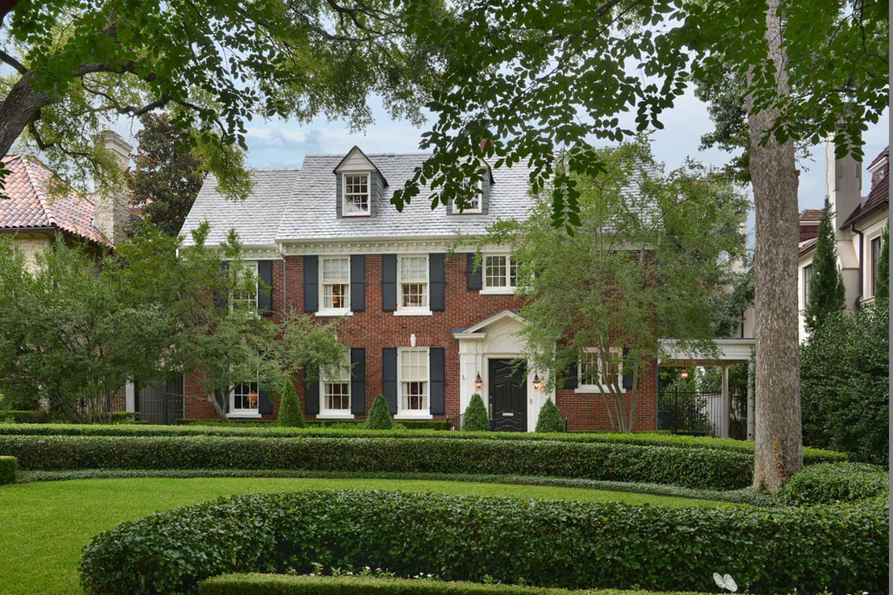 Villa per Vendita alle ore Elegant Highland Park Traditional 3911 Gillon Avenue Dallas, Texas, 75205 Stati Uniti