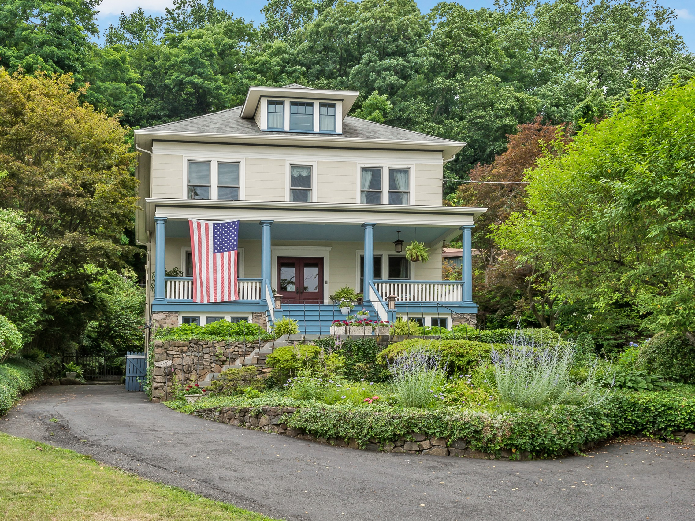Single Family Home for Sale at Botanical Oasis by the River 285 River Road Grandview, New York, 10960 United States