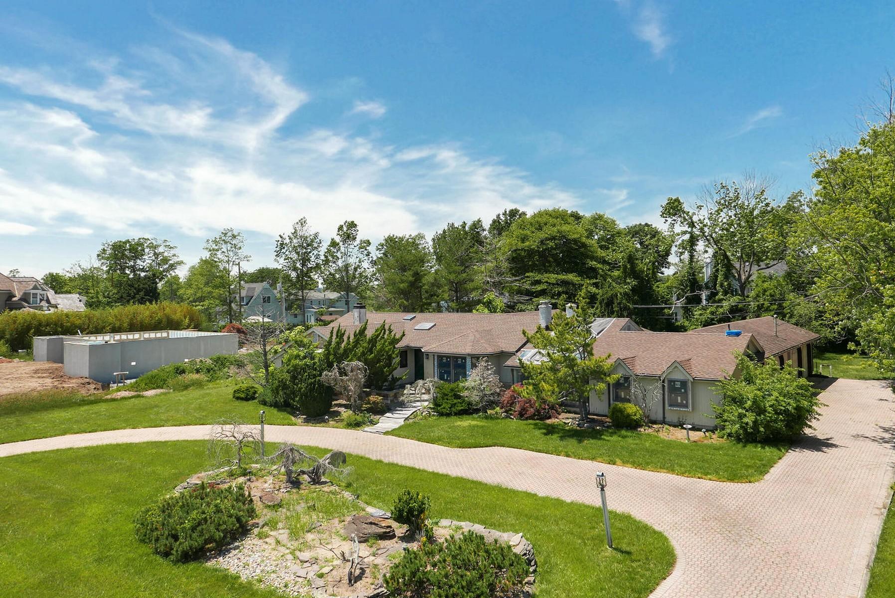 Maison unifamiliale pour l Vente à Gooseneck Section of Oceanport 27 Shore Rd Oceanport, New Jersey 07757 États-Unis