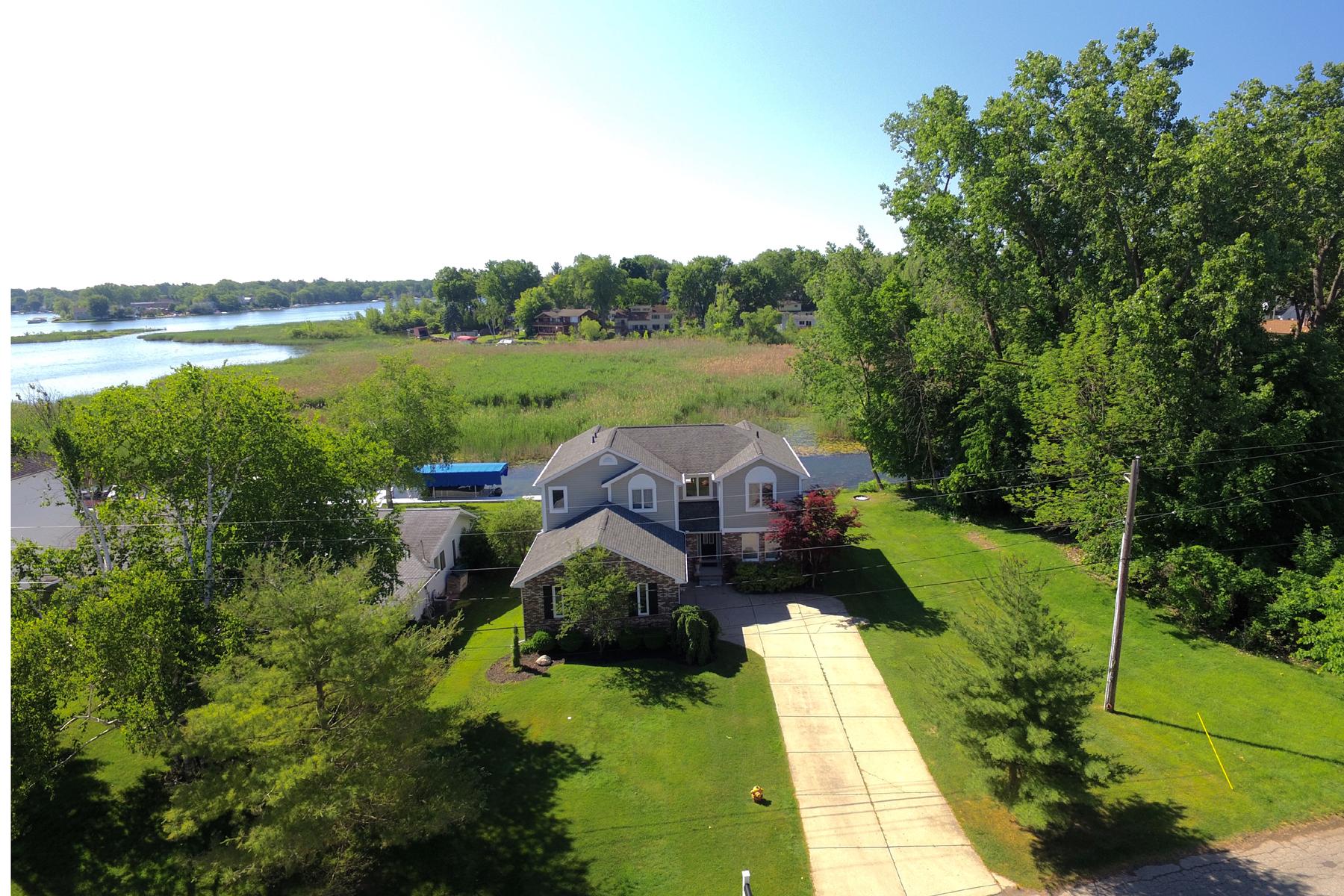 Maison unifamiliale pour l Vente à Waterford 1069 Beachland Blvd. Waterford, Michigan, 48328 États-Unis