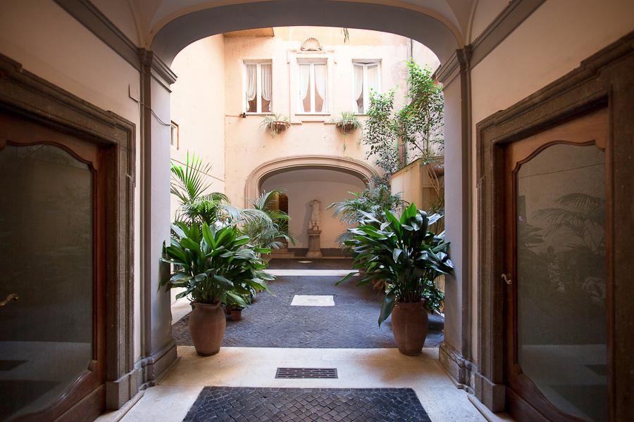 Apartamento por un Venta en Charming apartment in Via Giulia Rome, Roma 00186 Italia
