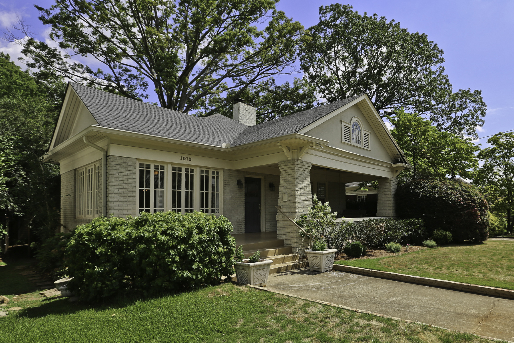 단독 가정 주택 용 매매 에 Charming Virginia Highland Bungalow 1012 Bellevue Drive NE Virginia Highland, Atlanta, 조지아, 30306 미국