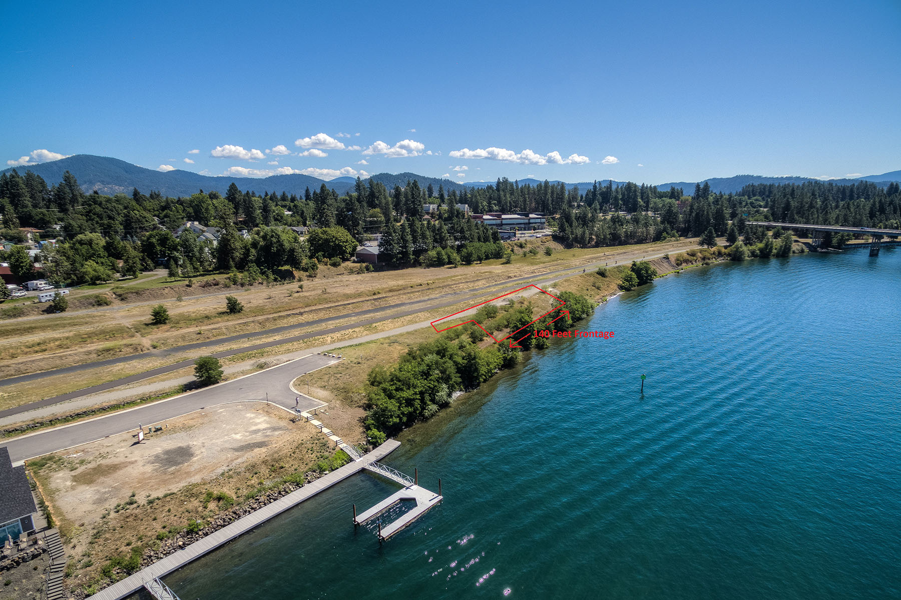 Terreno por un Venta en Stunning Homesite with 140' River Frontage Lot 2 Blk 1 Bellerive 6th Addition Coeur D Alene, Idaho, 83814 Estados Unidos