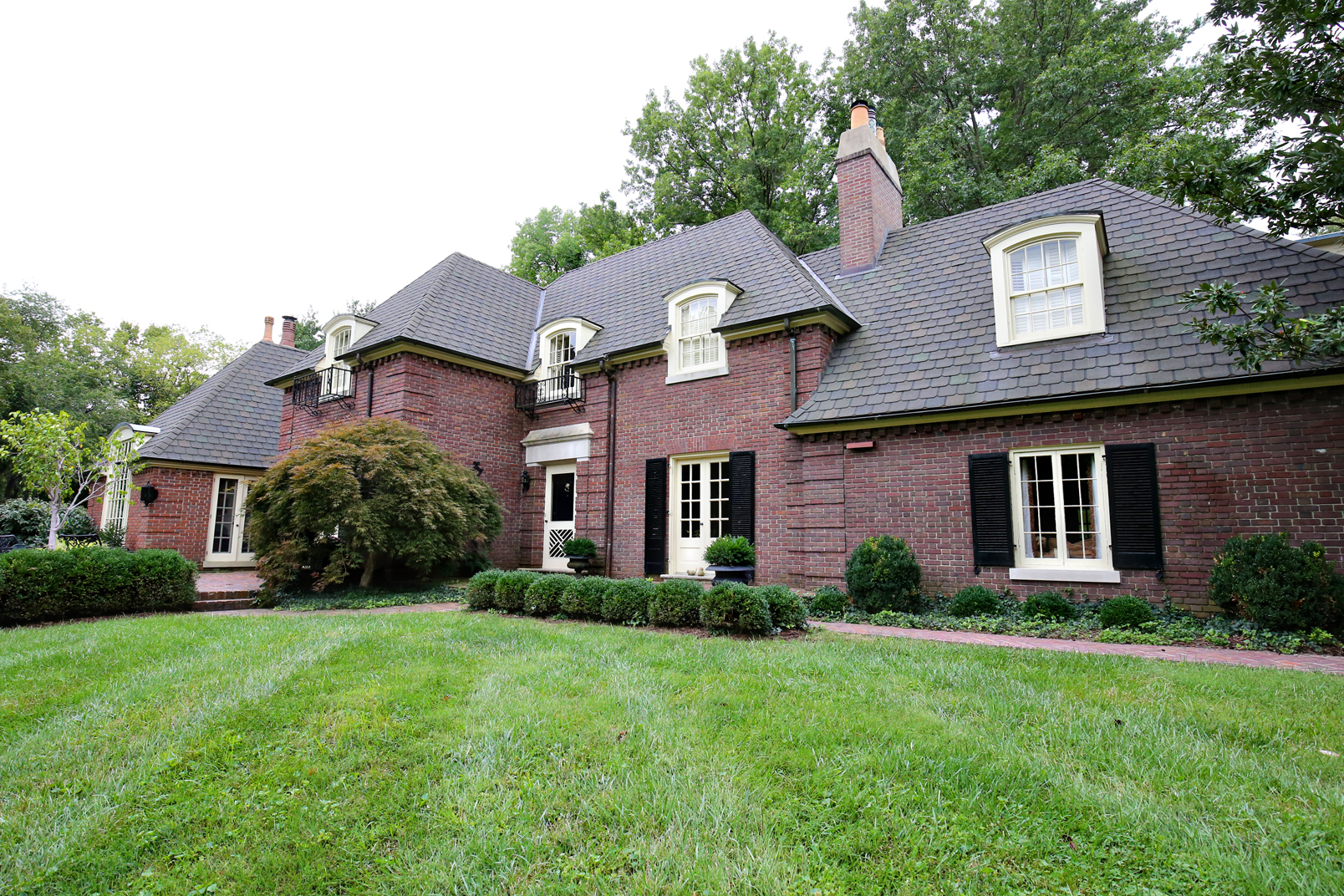 Single Family Home for Sale at 110 Tribal Road Louisville, Kentucky 40207 United States