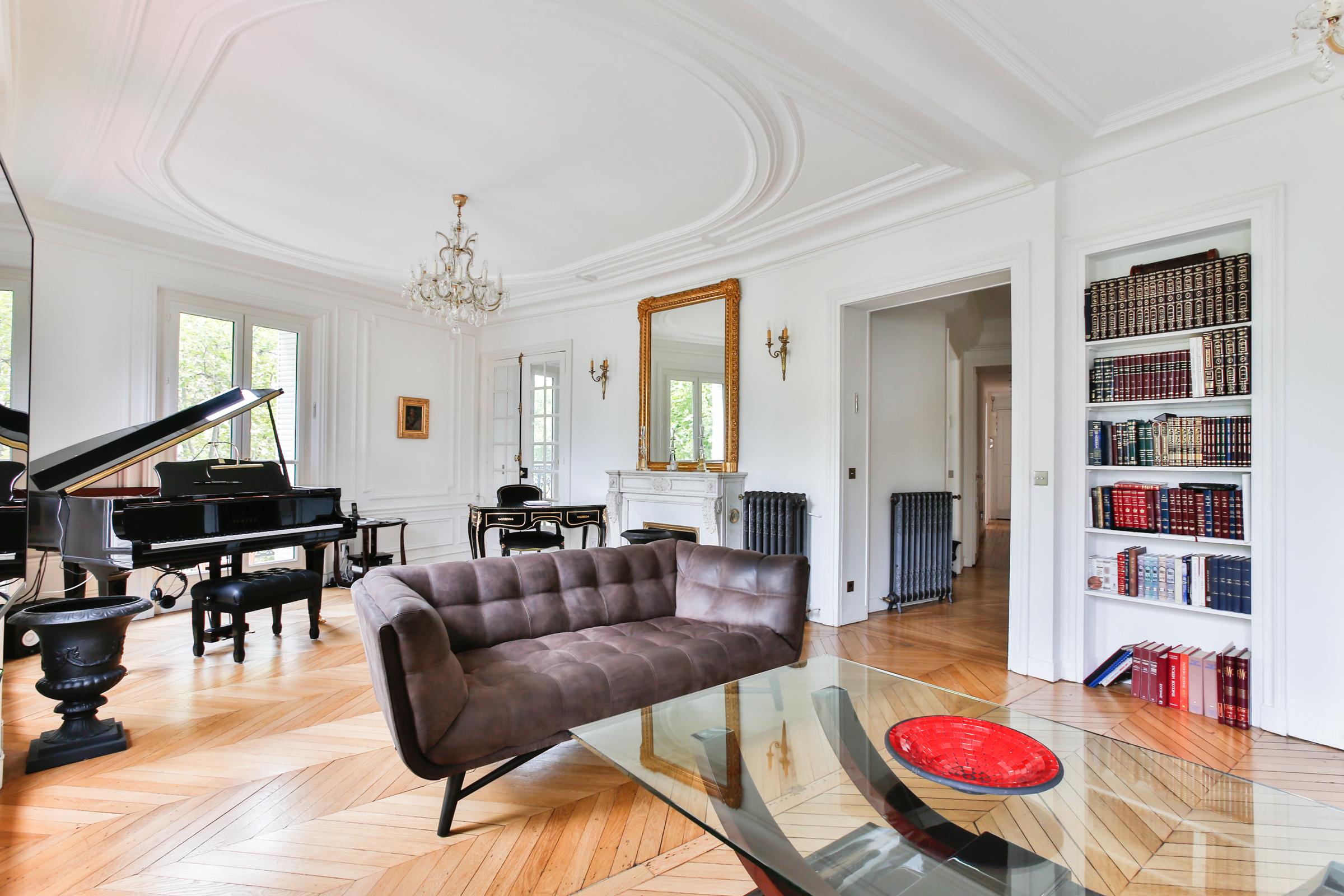 Appartamento per Vendita alle ore Apartment - Etoile Paris, Parigi 75116 Francia