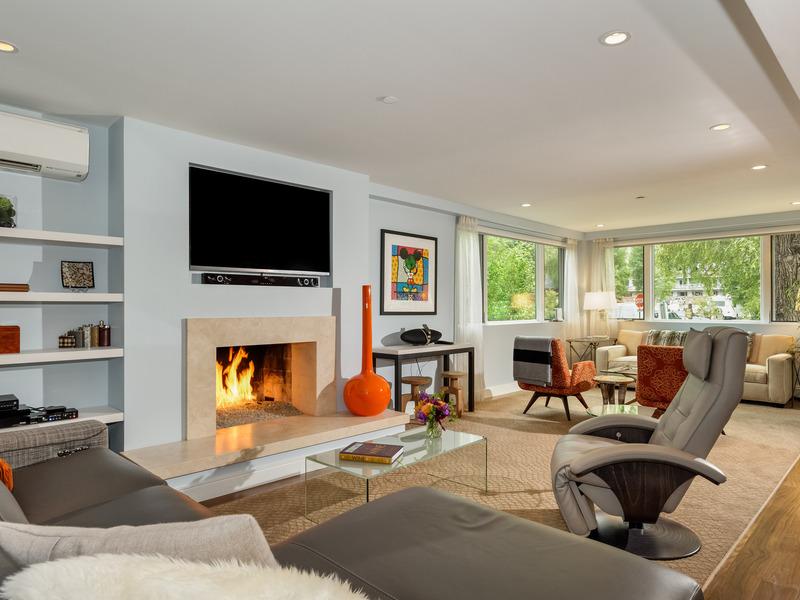 Appartement en copropriété pour l Vente à Upscale Light Filled Luxury Condo 104 W. Cooper Street Unit 1 Aspen, Colorado 81611 États-Unis