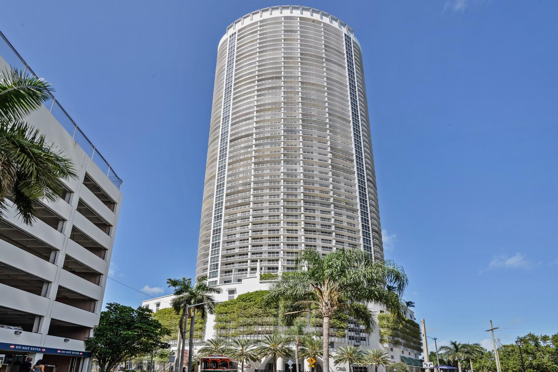 Condominio por un Venta en Opera Tower Condo 1750 N Bayshore Dr # 2406 Miami, Florida 33132 Estados Unidos