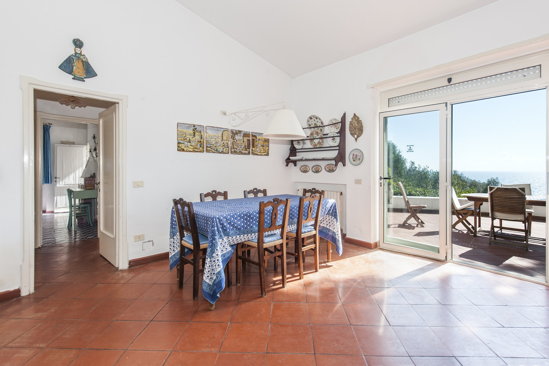 Additional photo for property listing at Charming villa overlooking the sea in the Circeo National Park Via del Faro San Felice Circeo, Latina 04017 Italie