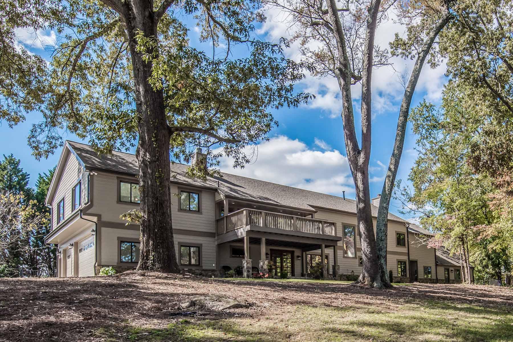 独户住宅 为 销售 在 Masterful Renovation - Backs to Golf Course 9415 Riverclub Parkway Johns Creek, 乔治亚州 30097 美国
