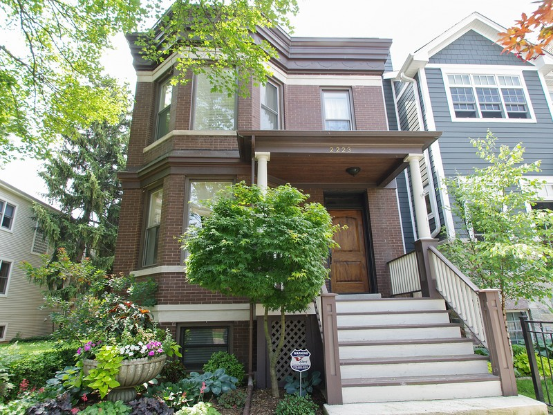 Vivienda unifamiliar por un Venta en Beautiful, Completely Rehabbed Home 2223 West School Street North Center, Chicago, Illinois 60618 Estados Unidos