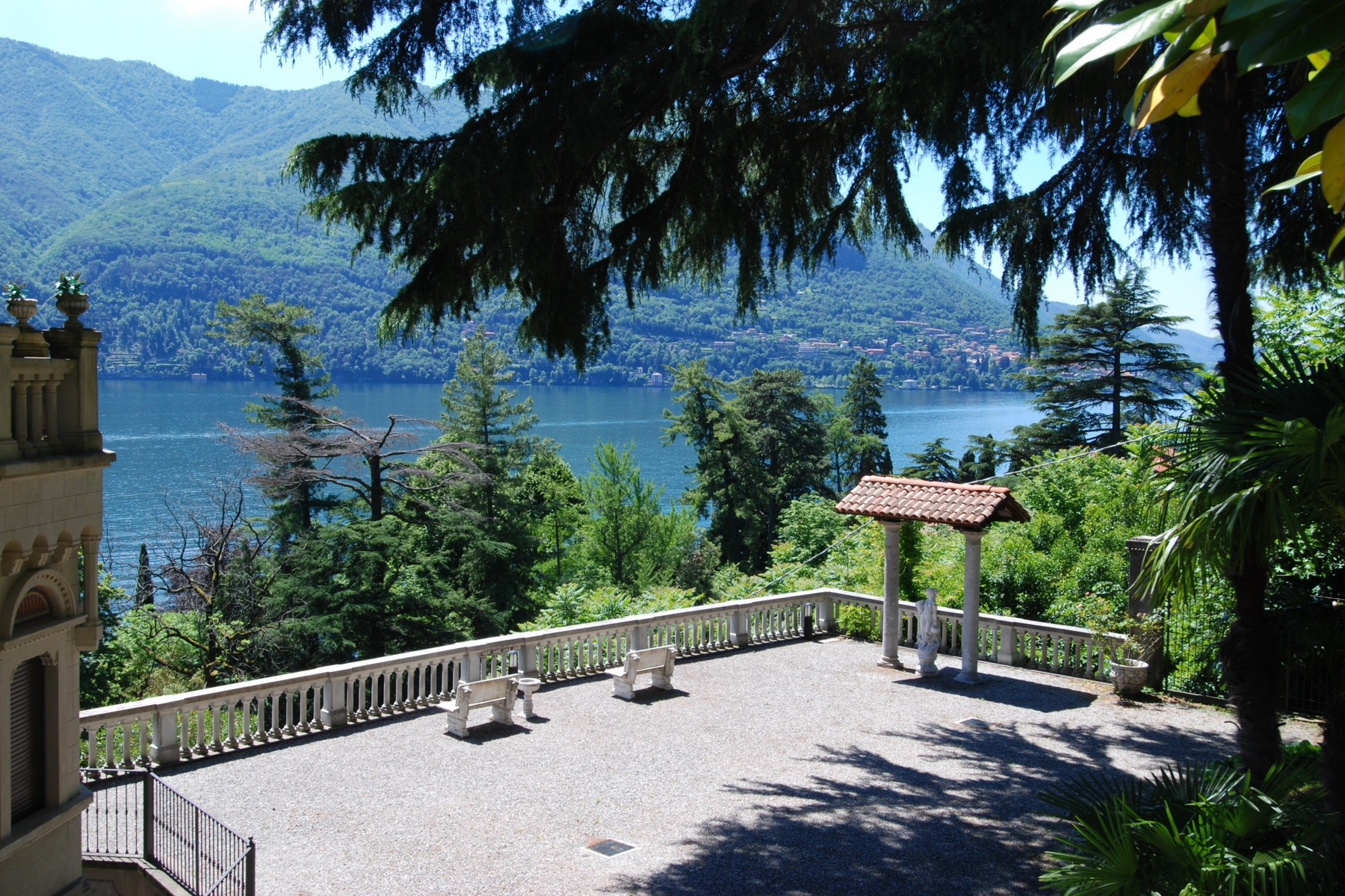 Additional photo for property listing at Penthouse with panoramic watchtower Via Bernasconi Laglio, Como 22010 Italy