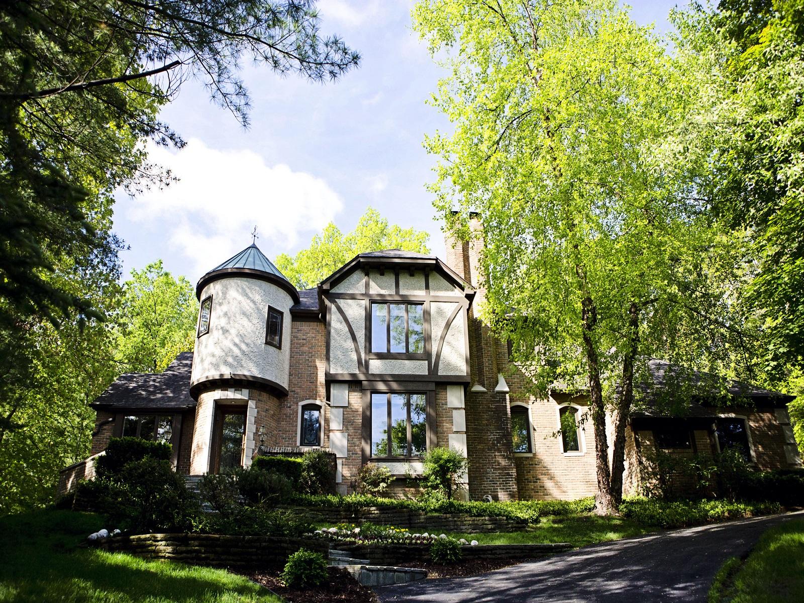 Maison unifamiliale pour l Vente à Bloomfield 1289 Water Cliff Drive Bloomfield, Michigan 48302 États-Unis