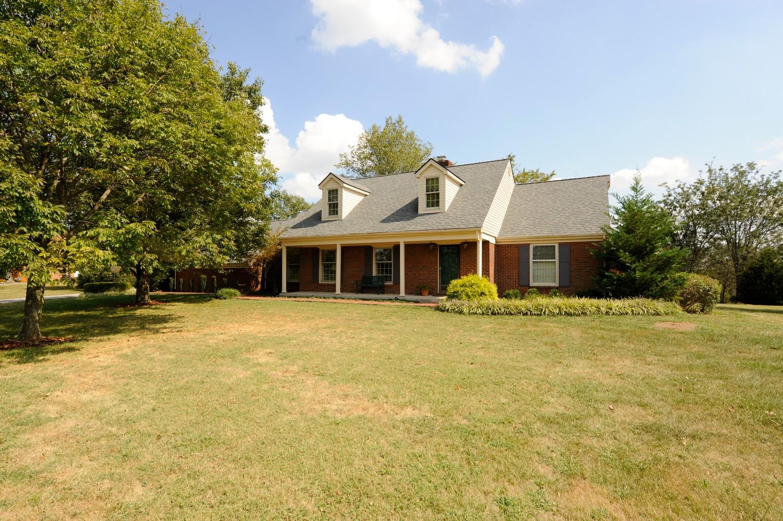 Maison unifamiliale pour l Vente à 138 Paddock Drive Nicholasville, Kentucky, 40356 États-Unis