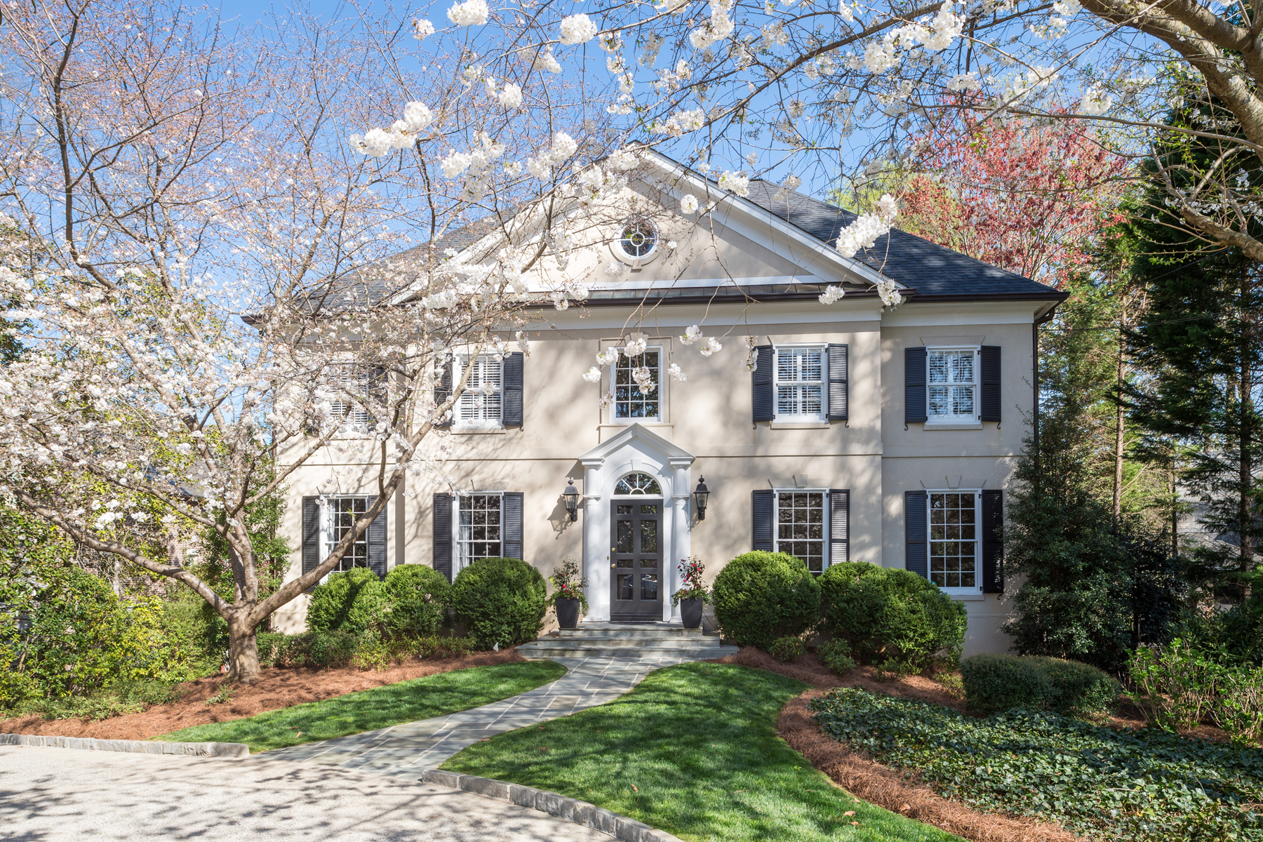 獨棟家庭住宅 為 出售 在 Timeless Buckhead Classic 2845 Arden Road Atlanta, 喬治亞州 30327 美國