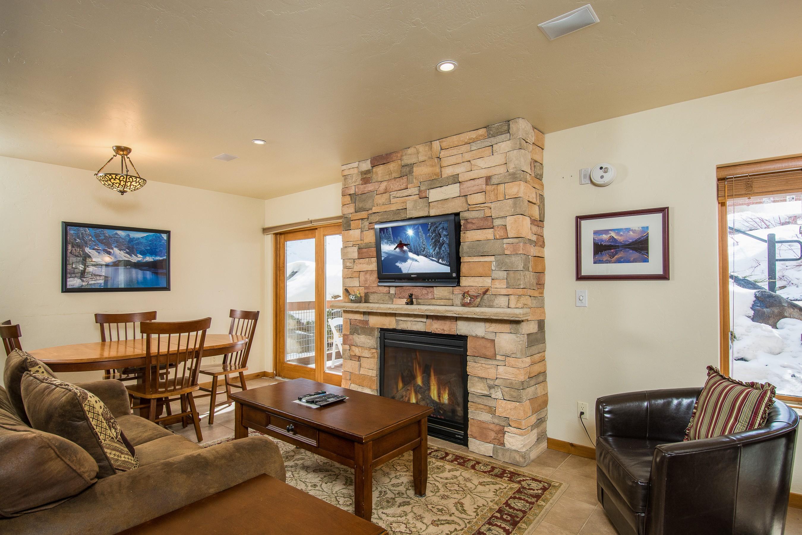 Appartement en copropriété pour l Vente à Walk to Skiing, Shopping, Dining and More... 35 Campground Lane C1 & C2 Unit C1 & C2 Snowmass Village, Colorado, 81615 États-Unis