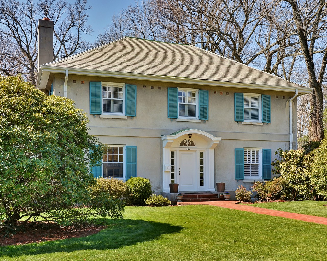 Vivienda unifamiliar por un Venta en Montclair Center Hall Colonial 164 Park Street Montclair, Nueva Jersey, 07042 Estados Unidos