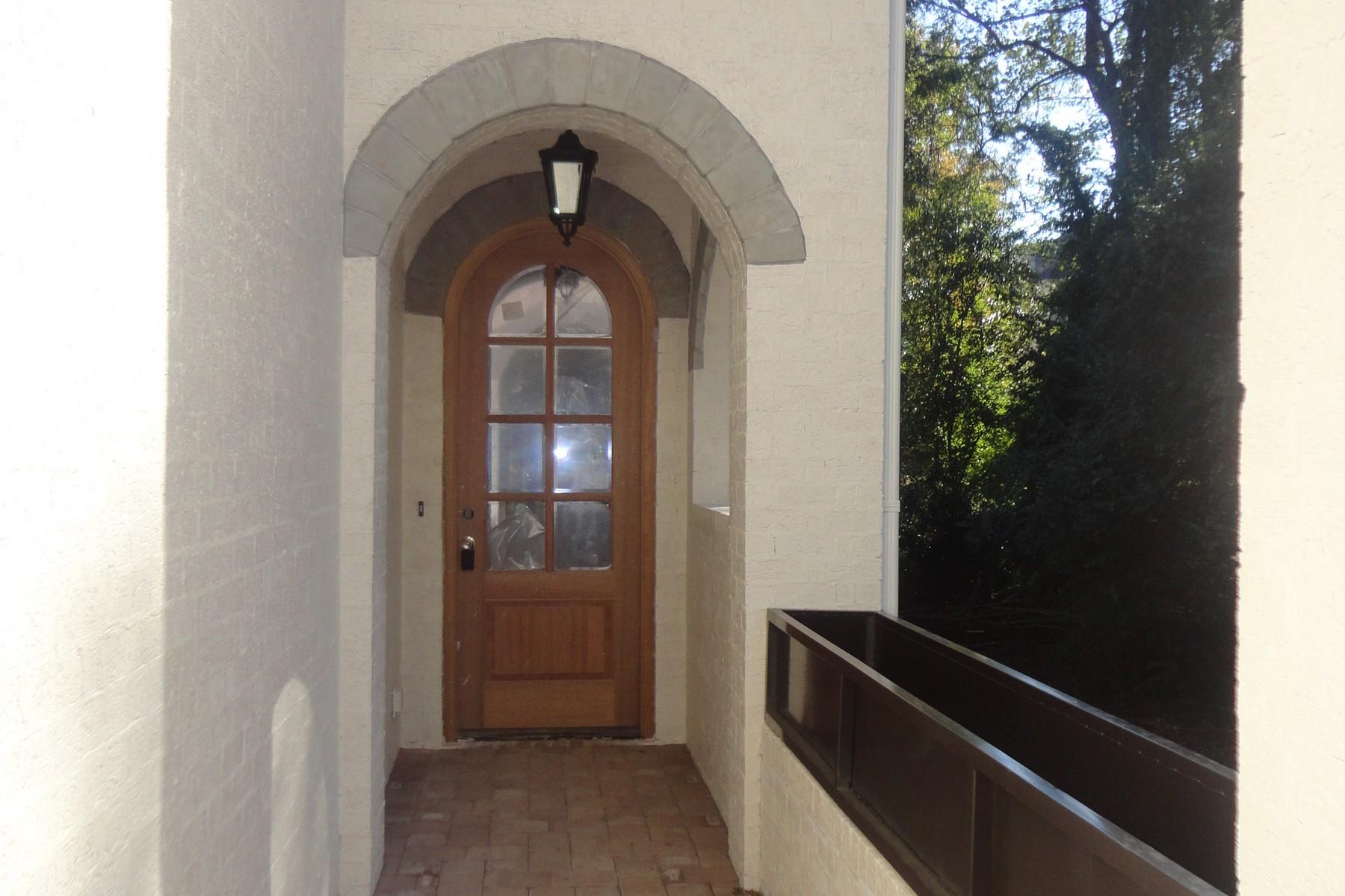 独户住宅 为 销售 在 3023 Lewis Farm Road 罗利, 北卡罗来纳州, 27607 美国在/周边: Cary, Chapel Hill, Durham