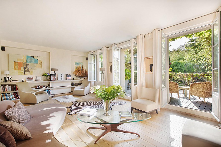 Property For Sale at CO-EXCLUSIVITÉ - Private mansion with garden and terrace