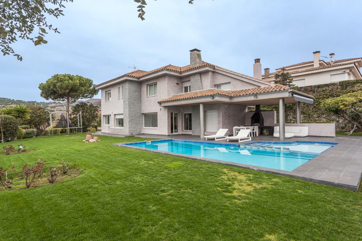 Modern House Near Barcelona