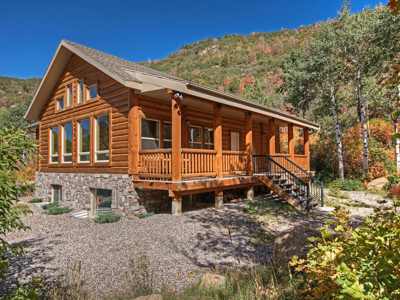 Property For Sale at Beautifully Updated Cabin near Skyline Mountain Resort in Fairview