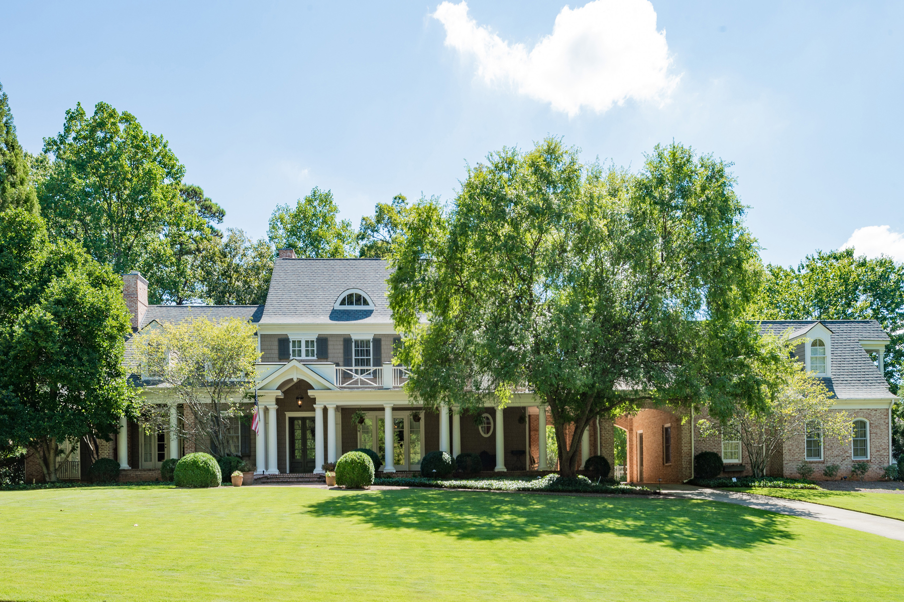 Additional photo for property listing at Grand and Traditional 30 Old Ridgewood Place NW Atlanta, Γεωργια 30327 Ηνωμενεσ Πολιτειεσ