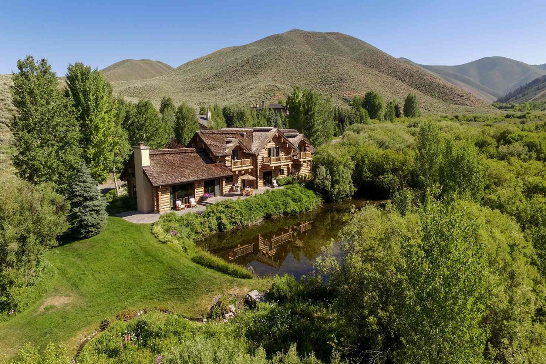 Maison unifamiliale pour l Vente à Waterfront Lodge-Style Sun Valley Home 104 Silver Queen Dr Elkhorn, Sun Valley, Idaho, 83353 États-Unis